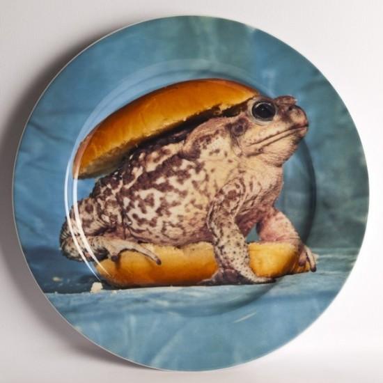 Assiette céramique Frog TOILETPAPER pour SELETTI