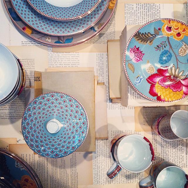 Serviteur muet 3 tages collection fantasy kaki pip studio for Serviteur de table 3 etages